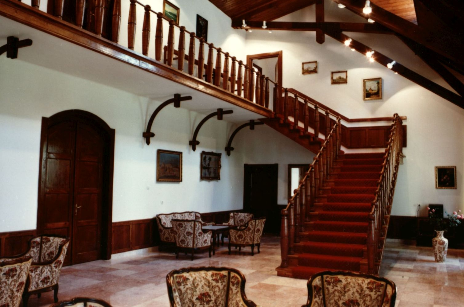 Alsómocsolád Sztankovánszky-kastély : belső felvételek