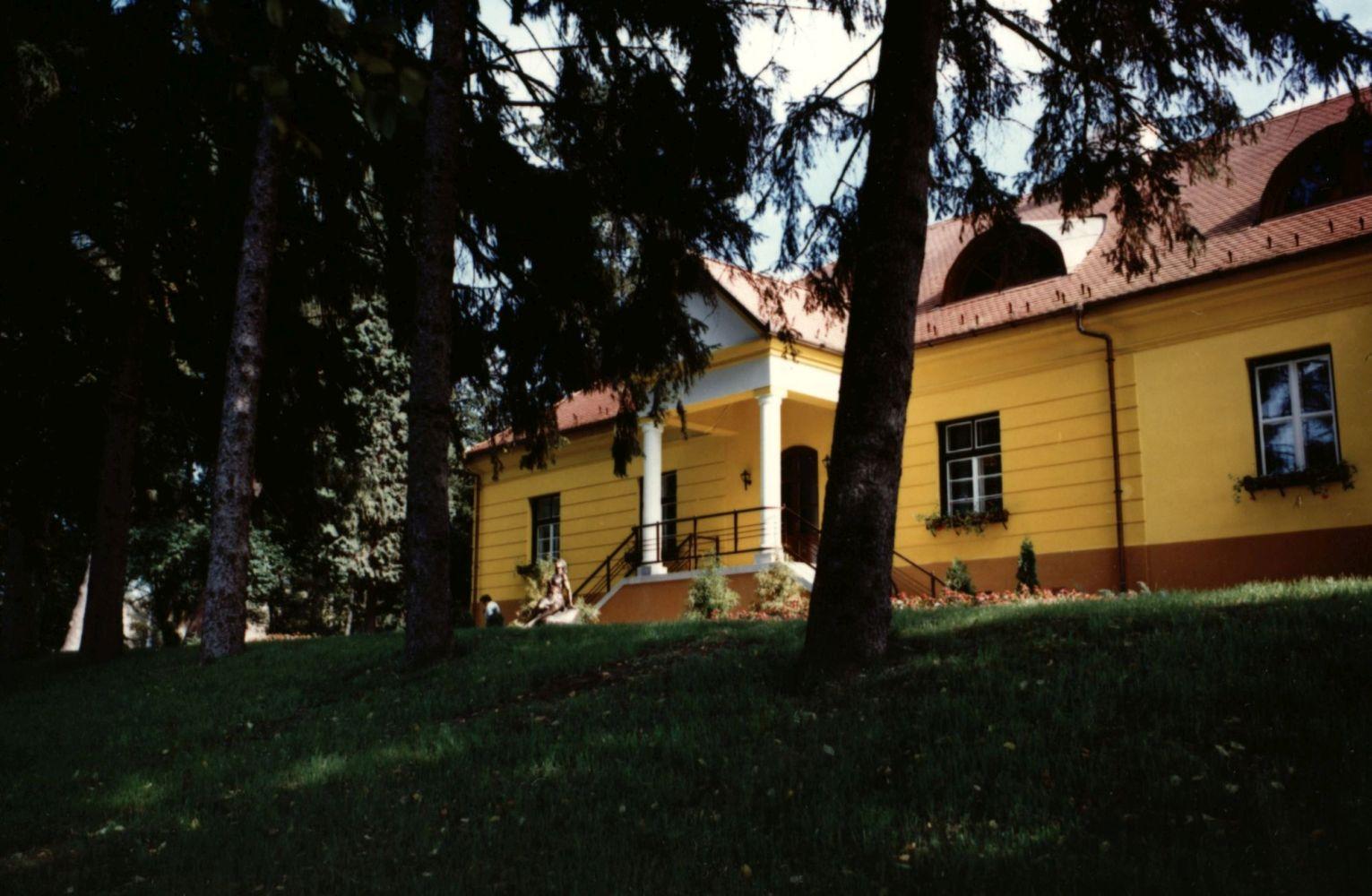 Alsómocsolád Sztankovánszky-kastély : külső felvételek
