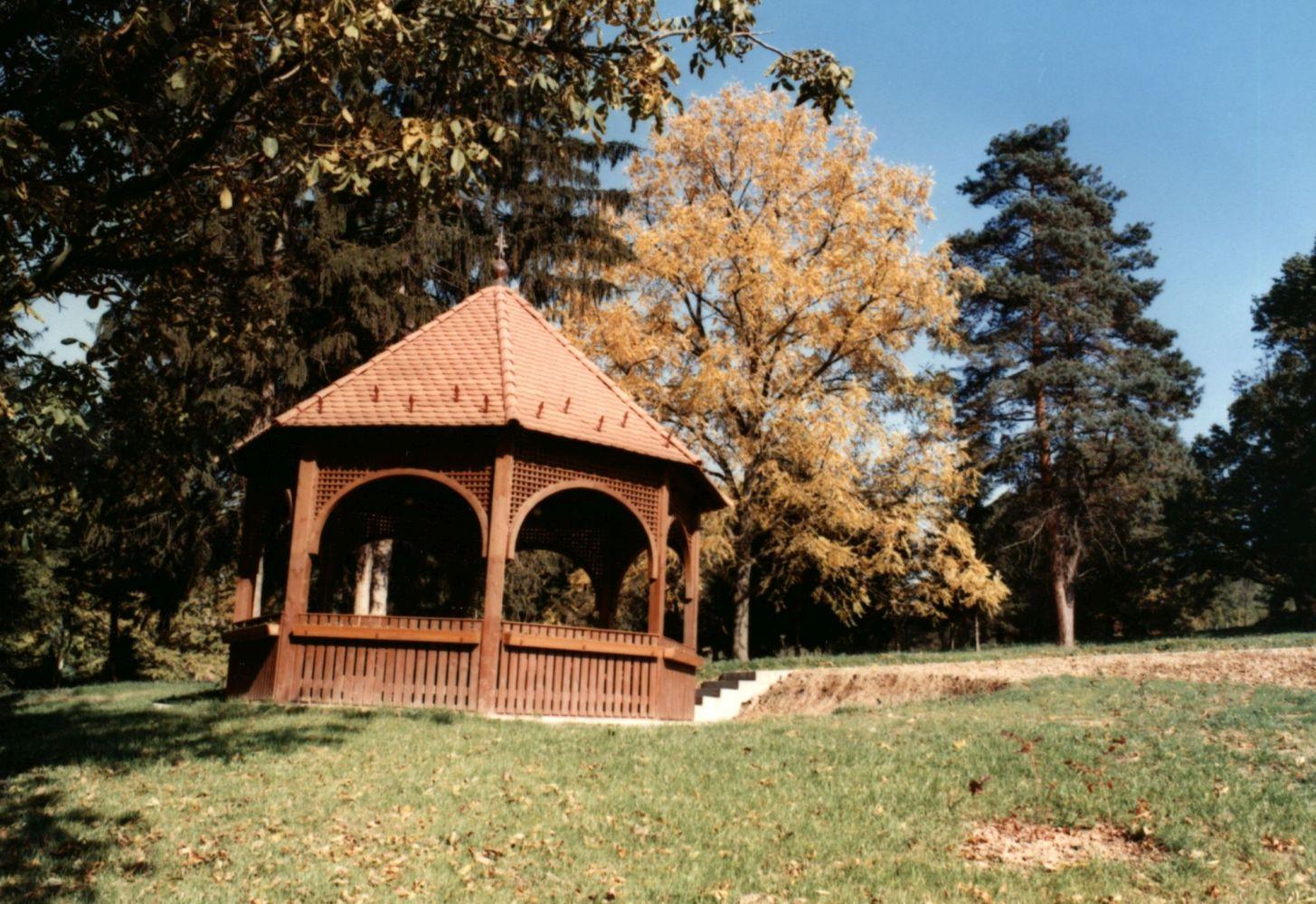 Alsómocsolád Sztankovánszky-kastély parkja : pagodák