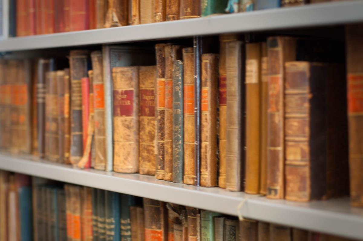 Helyismereti gyűjtemény | Csorba Győző Könyvtár | Pécs